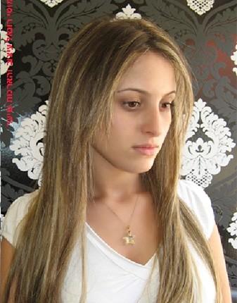 תוספות השיער של מוטי רונאל (מומחה עם ניסיון של שנים), יאפשרו לך להינות משיער בריא, שופע ונעים למגע. אין כמו שיער ארוך כדי לשדר כוח, נשיות וחיוניות. גם לך מגיע להרגיש נשית ומושכת!