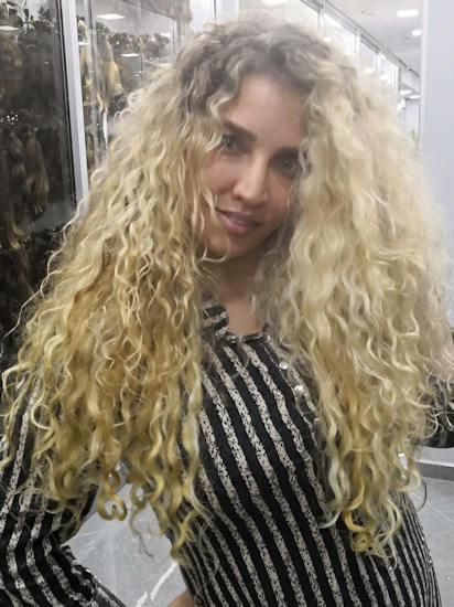 הארכת שיער בלונד תלתלים