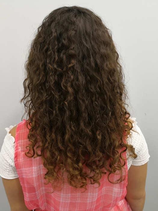 אחרי הארכת שיער תלתלים