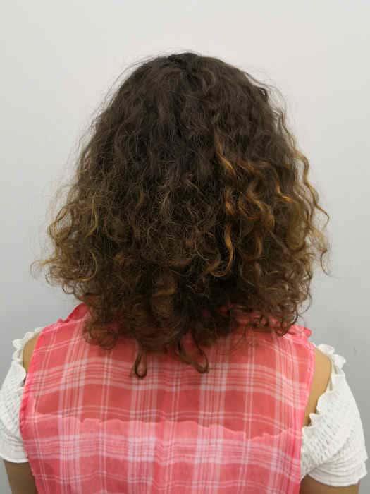 לפני הארכת שיער מתולתל